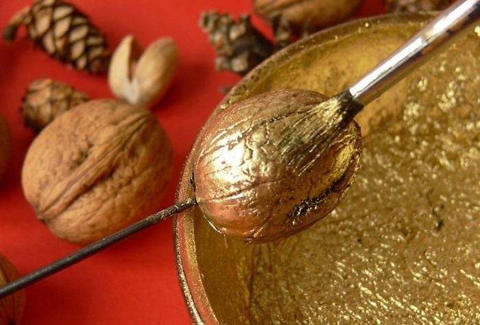 позолота новогодних орехов