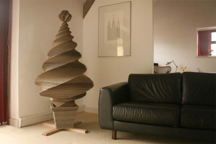 елка из декоративных материалов